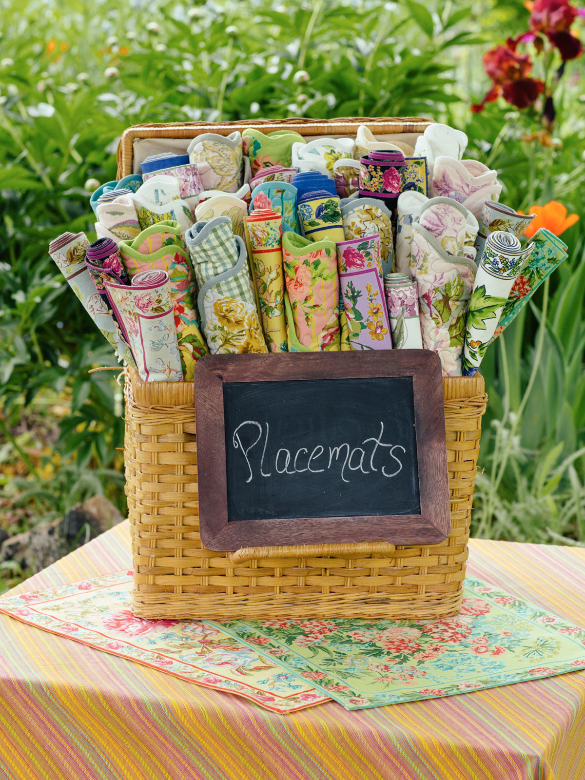 Zinnia garden placemat quilted set 4 attic sale linens for Quilted kitchen set