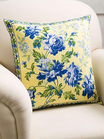 Greta's Garden Cushion Cover