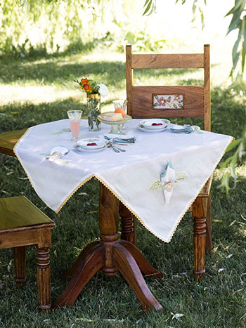 Bridge Party Embroidered Tablecloth Set