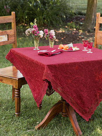 Luxurious Linen Jacquard Tablecloth - Cranberry